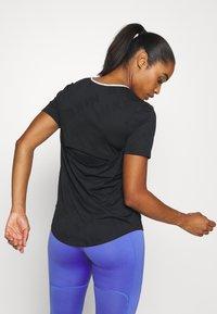 Nike Performance - AIR - T-shirts med print - black/silver - 2