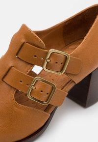 Chie Mihara - TRACI - Classic heels - barna ocre - 6