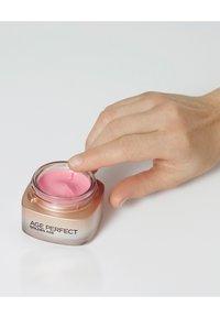 L'Oréal Paris Skin - AGE PERFECT GOLDEN AGE DAY CREAM SPF20 50ML - Face cream - - - 5
