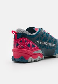 La Sportiva - BUSHIDO II WOMAN - Běžecké boty do terénu - black/red plum - 5