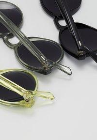 Urban Classics - SUNGLASSES CYPRES 3 PACK - Sunglasses - black/light grey/yellow - 3