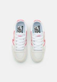Vans - LOWLAND  - Joggesko - true white/pink lemonade - 5