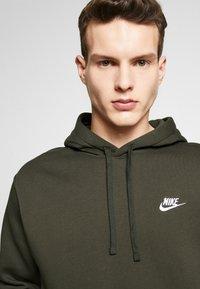Nike Sportswear - CLUB HOODIE - Hættetrøjer - sequoia - 4