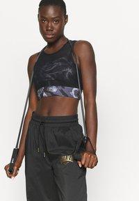 Everlast - BRA QUARTZ - Medium support sports bra - black - 4