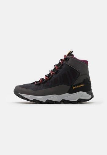 FLOWBOROUGH MID - Hiking shoes - dark grey/bright gold