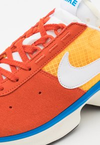 Nike Sportswear - D/MS/X WAFFLE - Tenisky - mantra orange/white/laser orange/photo blue/sail - 7