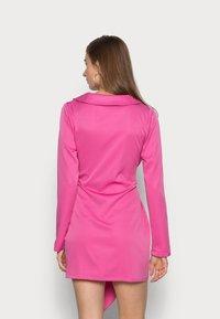 IN THE STYLE - TIE WAIST SATINBLAZER DRESS - Cocktail dress / Party dress - pink - 2