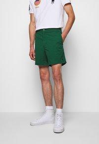 Polo Ralph Lauren - CLASSIC FIT PREPSTER - Shortsit - new forest - 0