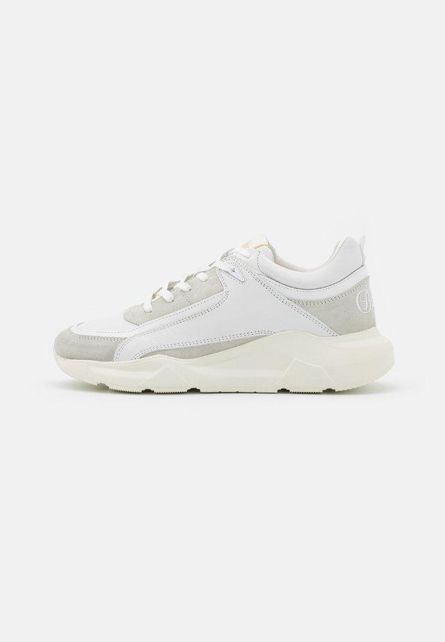 RENZO - Sneakersy niskie - white