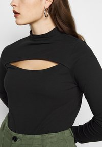 New Look Curves - CUT OUT TURTLE - Long sleeved top - black - 3