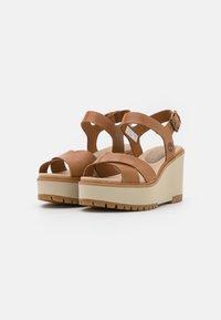 Timberland - KORALYN CROSS STRAP - Sandály na platformě - light brown - 2