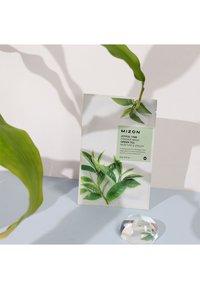 Mizon - JOYFUL TIME ESSENCE GREEN TEA 4 MASKS PACK - Skincare set - - - 1