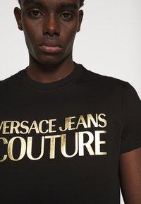 Versace Jeans Couture - Triko spotiskem - black - 4