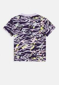 adidas Originals - TEE - T-shirt imprimé - depp purple/multicolor - 1