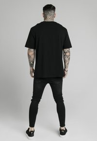 SIKSILK - T-shirt imprimé - black - 2