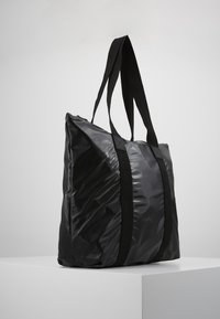 Rains - TOTE BAG RUSH - Velká kabelka - shiny black - 3