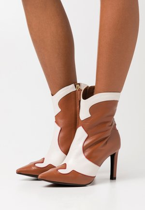 Bottines à talons hauts - red/offwhite