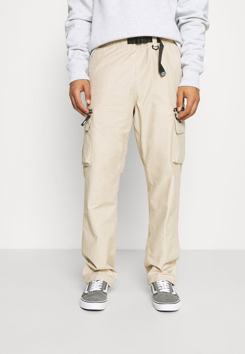 Obey Clothing - WARFIELD TREK PANT - Reisitaskuhousut - humus