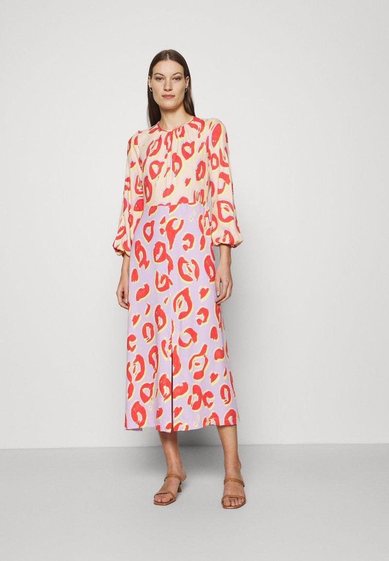 Closet - KIMONO MIDI DRESS - Maxi dress - peach