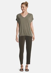 Betty & Co - MIT GUMMIZUG - Blouse - olive - 1