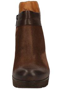 Paul Green - STIEFELETTE - High heeled ankle boots - dunkelbraun - 5