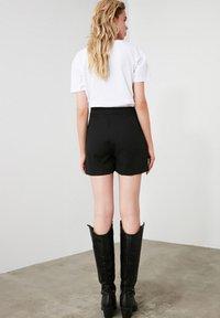 Trendyol - ТWOAW20SR0072 - Shorts - black - 3