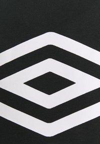 Umbro - LARGE LOGO HOODIE LOOPBACK - Sweatshirt - black - 2