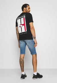 Tommy Jeans - RONNIE RELAXED - Jeansshorts - blue denim - 2