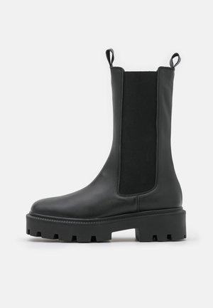 BIADANIELLE CHELSEA BOOT - Platåstøvler - black