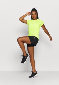 Puma - IGNITE TEE - Print T-shirt - fizzy yellow - 1