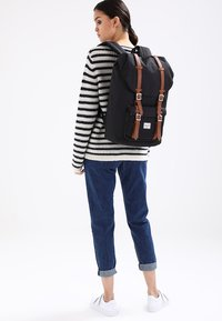 Herschel - LITTLE AMERICA  - Reppu - black - 1