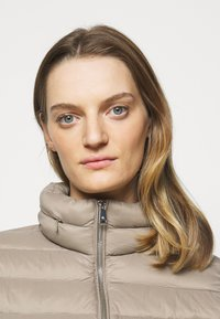 Lauren Ralph Lauren - SOFT COMBO MIXED QUILTS - Down jacket - taupe - 4