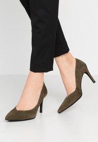 Paco Gil - MINA - Classic heels - dehesa - 0