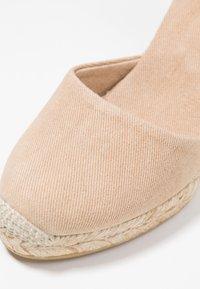 ALOHAS - CLARA BY DAY - Sandály na vysokém podpatku - stone beige - 2