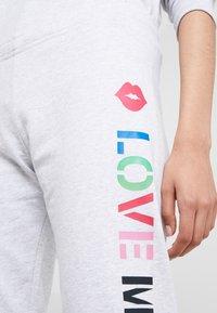 Love Moschino - JOGGER LIP - Pantalon de survêtement - light grey - 4