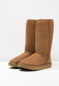 UGG - CLASSIC II - Boots - chestnut - 3