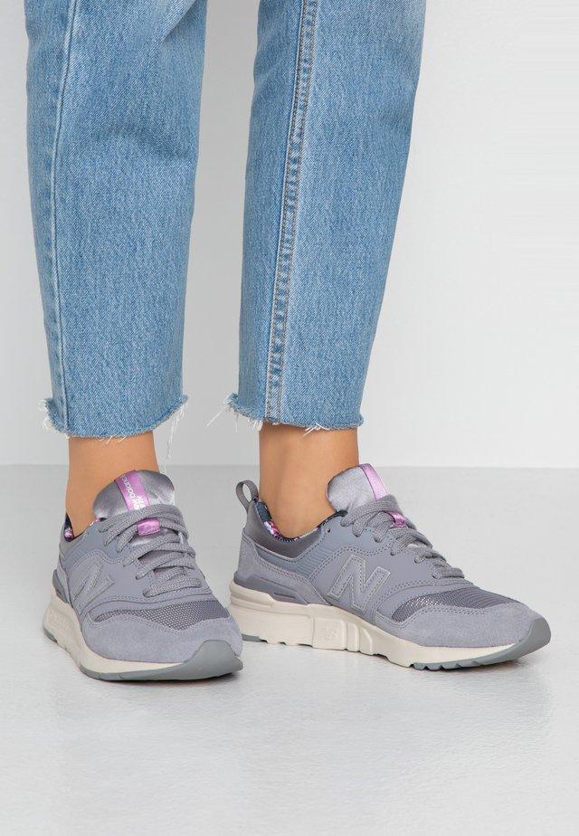 997 - Matalavartiset tennarit - grey