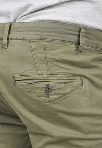 Solid - RON - Denim shorts - dusty olive - 4