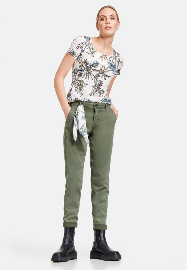 Chinos - botanical green