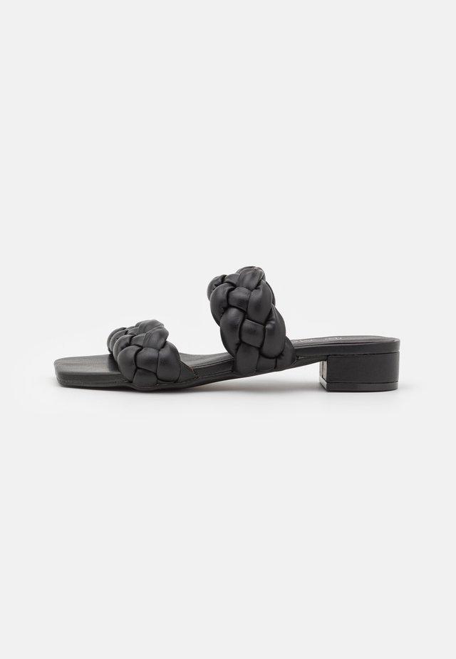 Pantofle - black dark