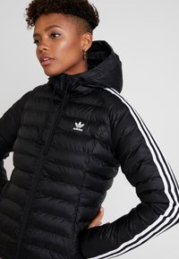 adidas Originals - SLIM JACKET - Välikausitakki - black - 4