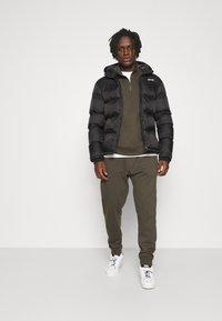 Burton Menswear London - REGULAR FIT ZIP AND JOGGER SET - Sweater - khaki - 1