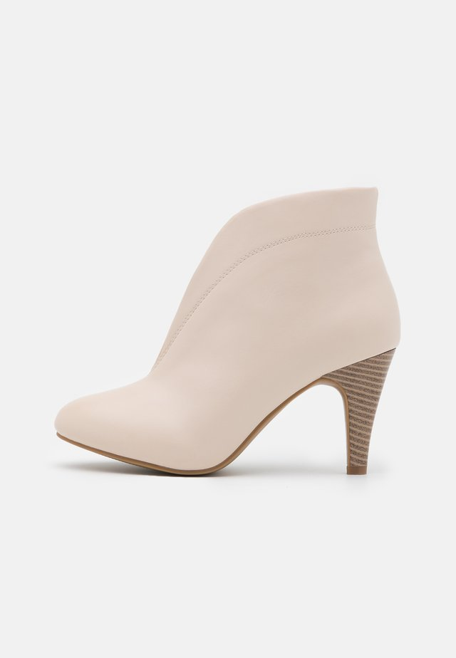 AMUSE - Ankle boots - neutral