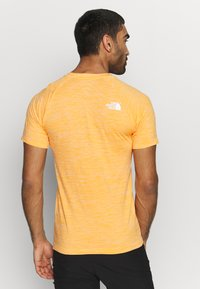 The North Face - IMPENDOR SEAMLESS TEE - T-shirt imprimé - flame orange/white heather - 2