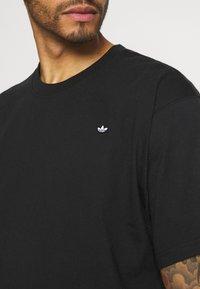 adidas Originals - PREMIUM TEE UNISEX - T-shirt basique - black - 3