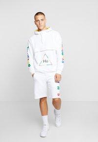 adidas Originals - PHARRELL WILLIAMS  3 STREFEN SHORTS  - Spodnie treningowe - white - 1
