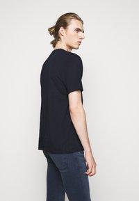 HUGO - DOLIVE - T-shirt imprimé - dark blue - 2