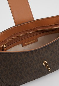 MICHAEL Michael Kors - CARMEN POUCHETTE - Handbag - brown/acorn - 4