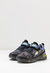 Skechers - DYNAMIGHT - Tenisky - charcoal/black/yellow - 3