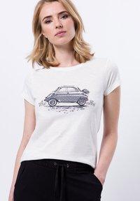 zero - FRONTPRINT MIT STEINCHEN - Print T-shirt - offwhite - 0